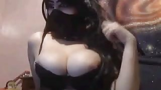 Sexy Haram Arab Muslim shows off her body on the webcam
